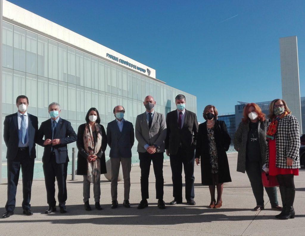Foto de los participantes en la visita institucional del Consejero de Ciencia, Universidades e Innovación de la Comunidad de Madrid a la FPCM.